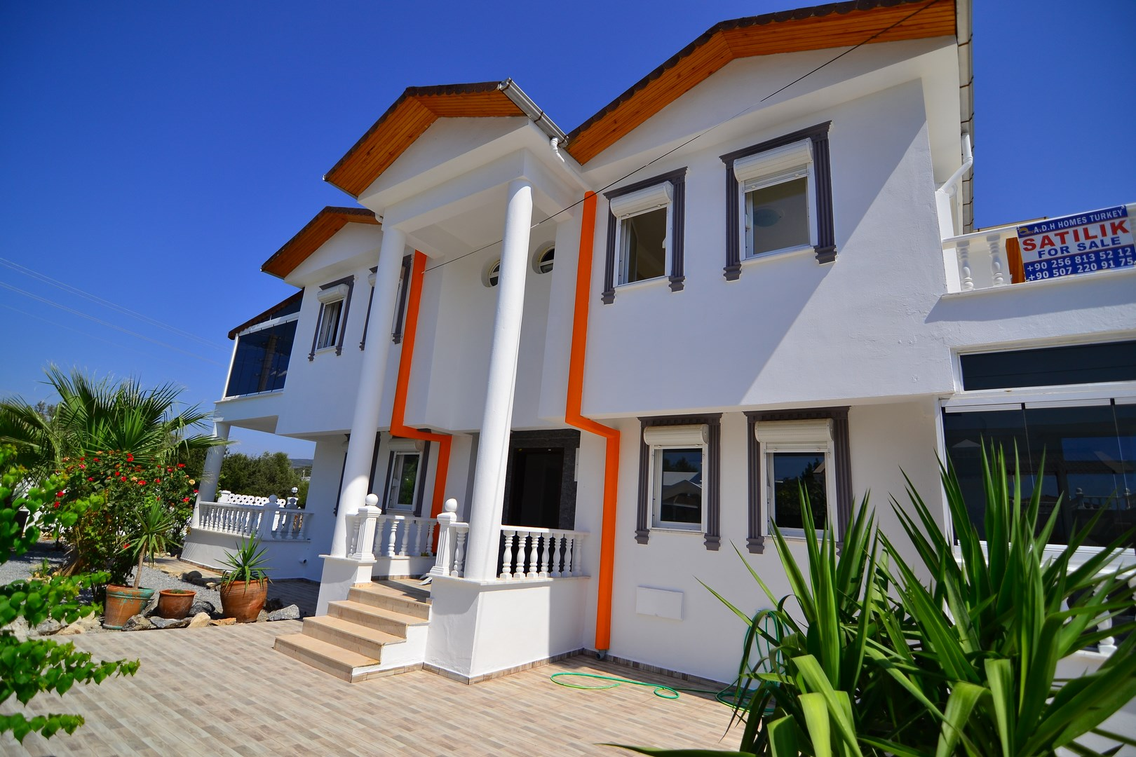 BARGAIN DETACHED VILLA WITH PRIVATE POOL IN GREENHILL